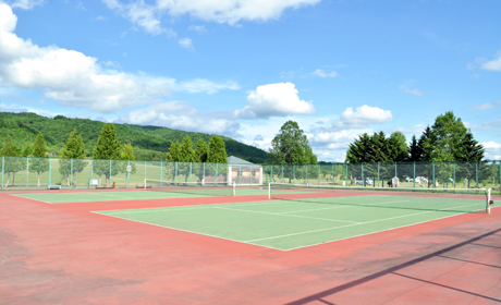 写真:テニスコート